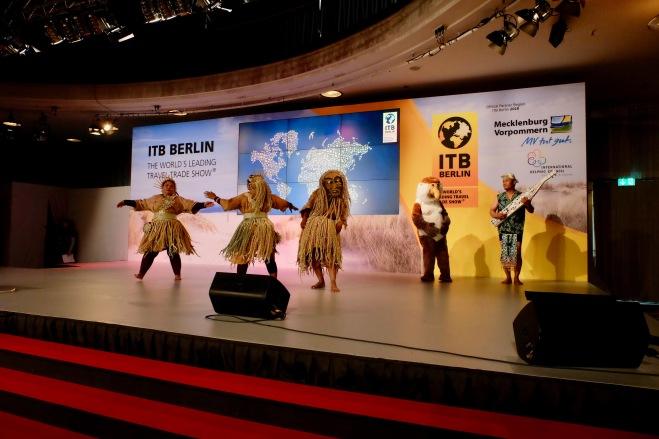 Mah Meri dancers