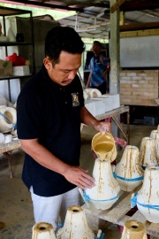 Making Labu Sayong - using molding technique