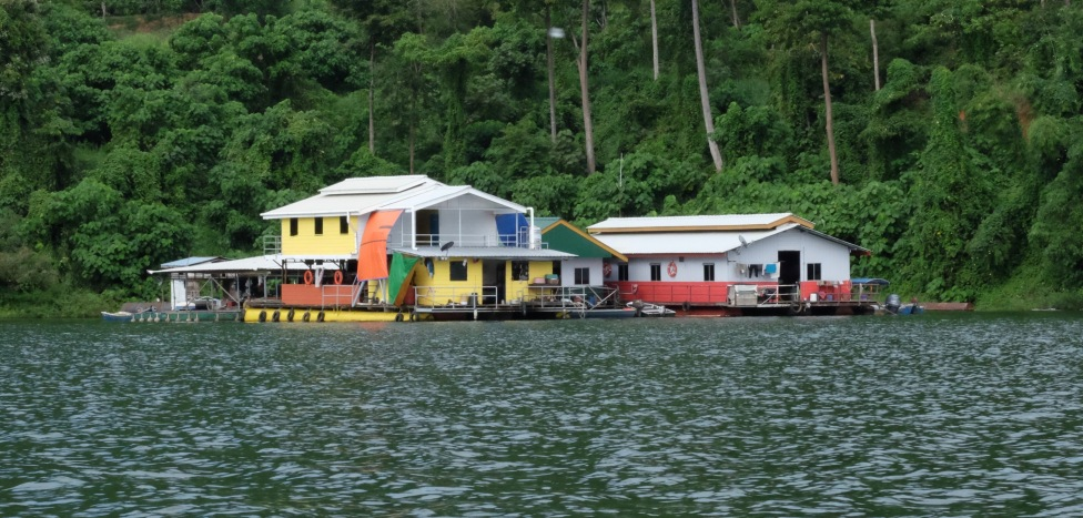 Belum houseboats