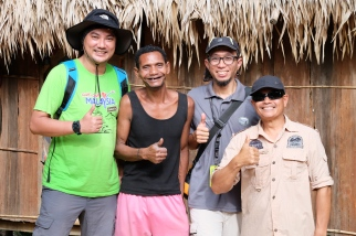 Official guides with Orang Asli Chief