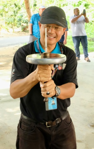 Tourism Malaysia guide holds gasing