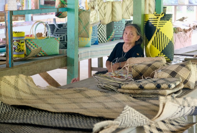 Penan woman, selling handicrafts at Batu Bungan village